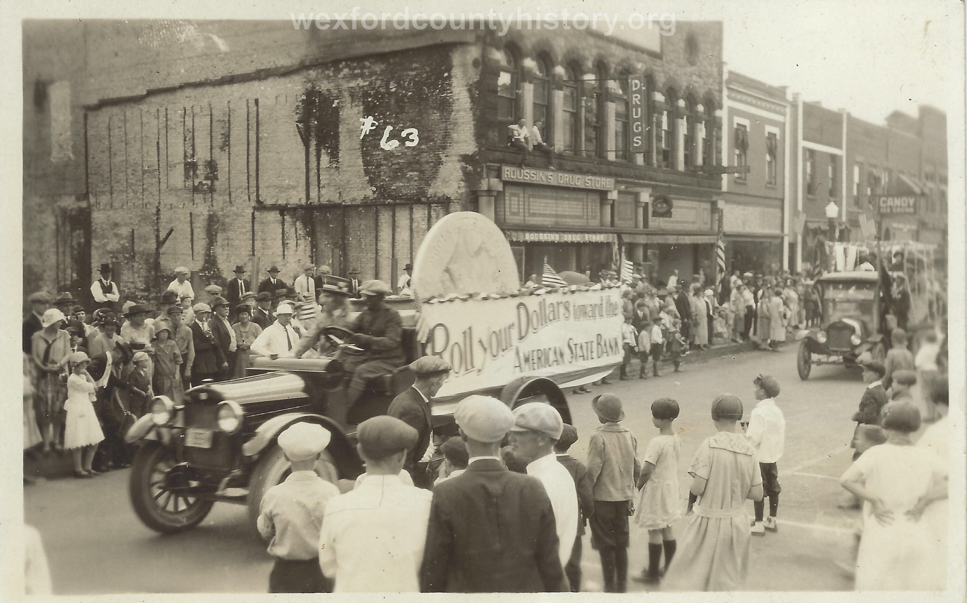 Cadillac-Parade-1918-11-14-Peace-Parade-18