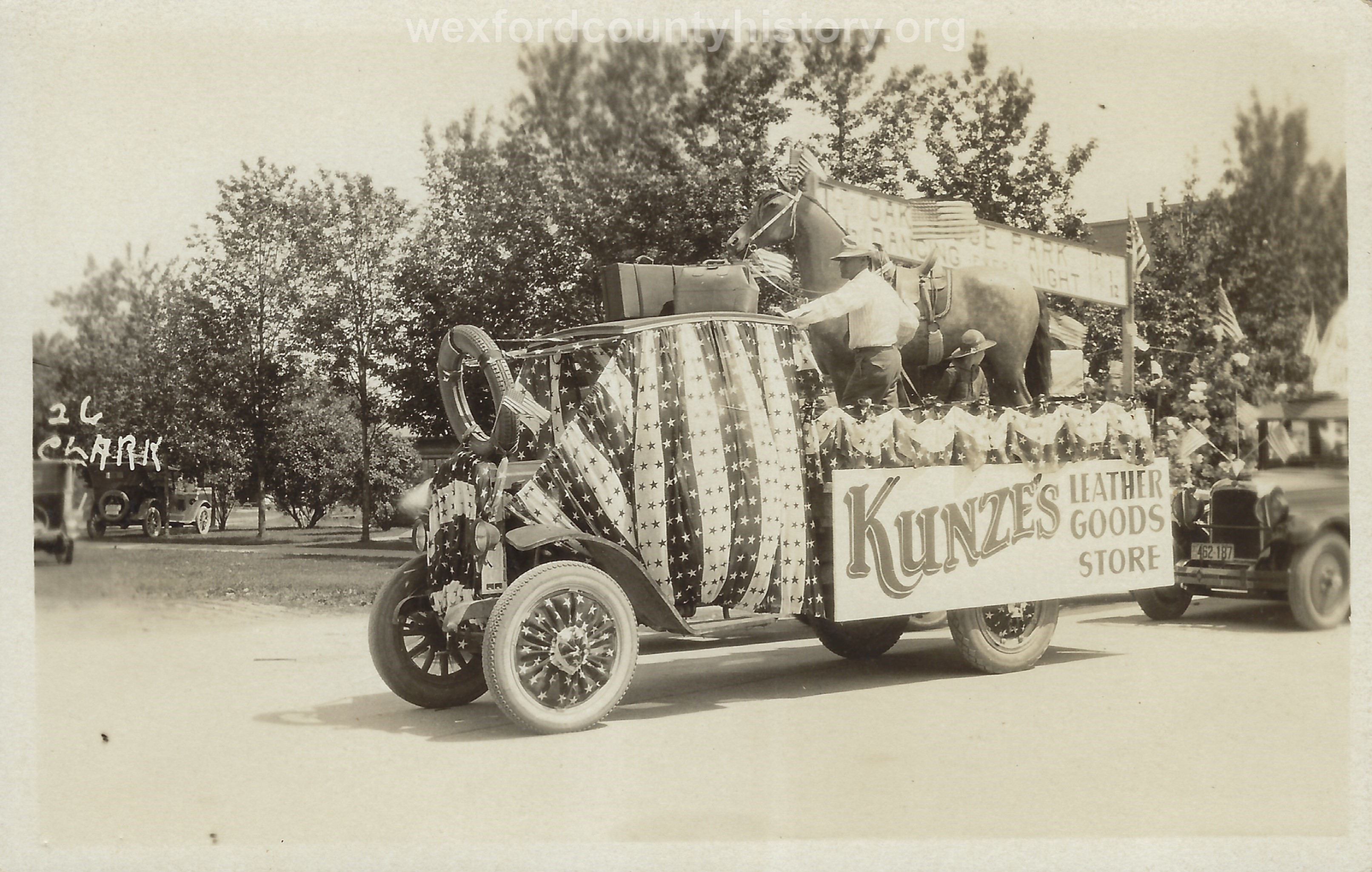 Cadillac-Parade-1918-11-14-Peace-Parade-19