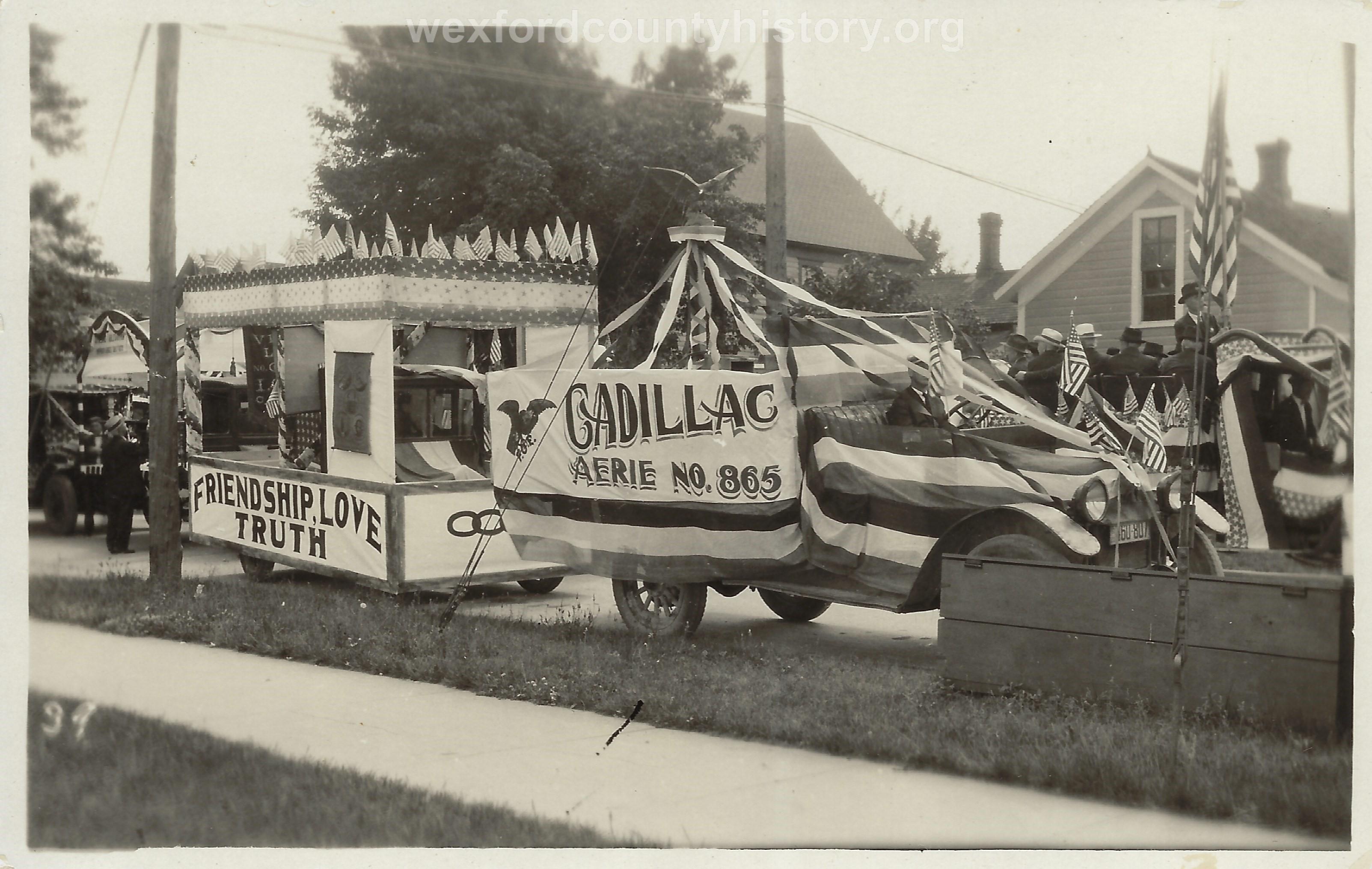 Cadillac-Parade-1918-11-14-Peace-Parade-22