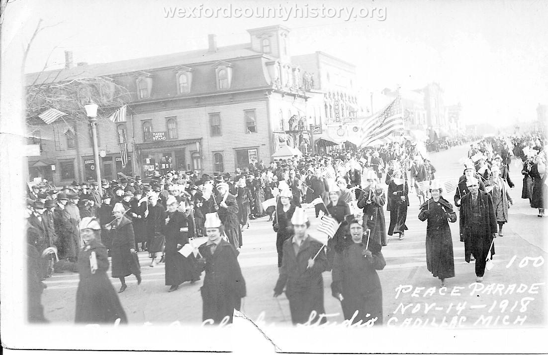 Cadillac-Parade-1918-11-14-Peace-Parade-4