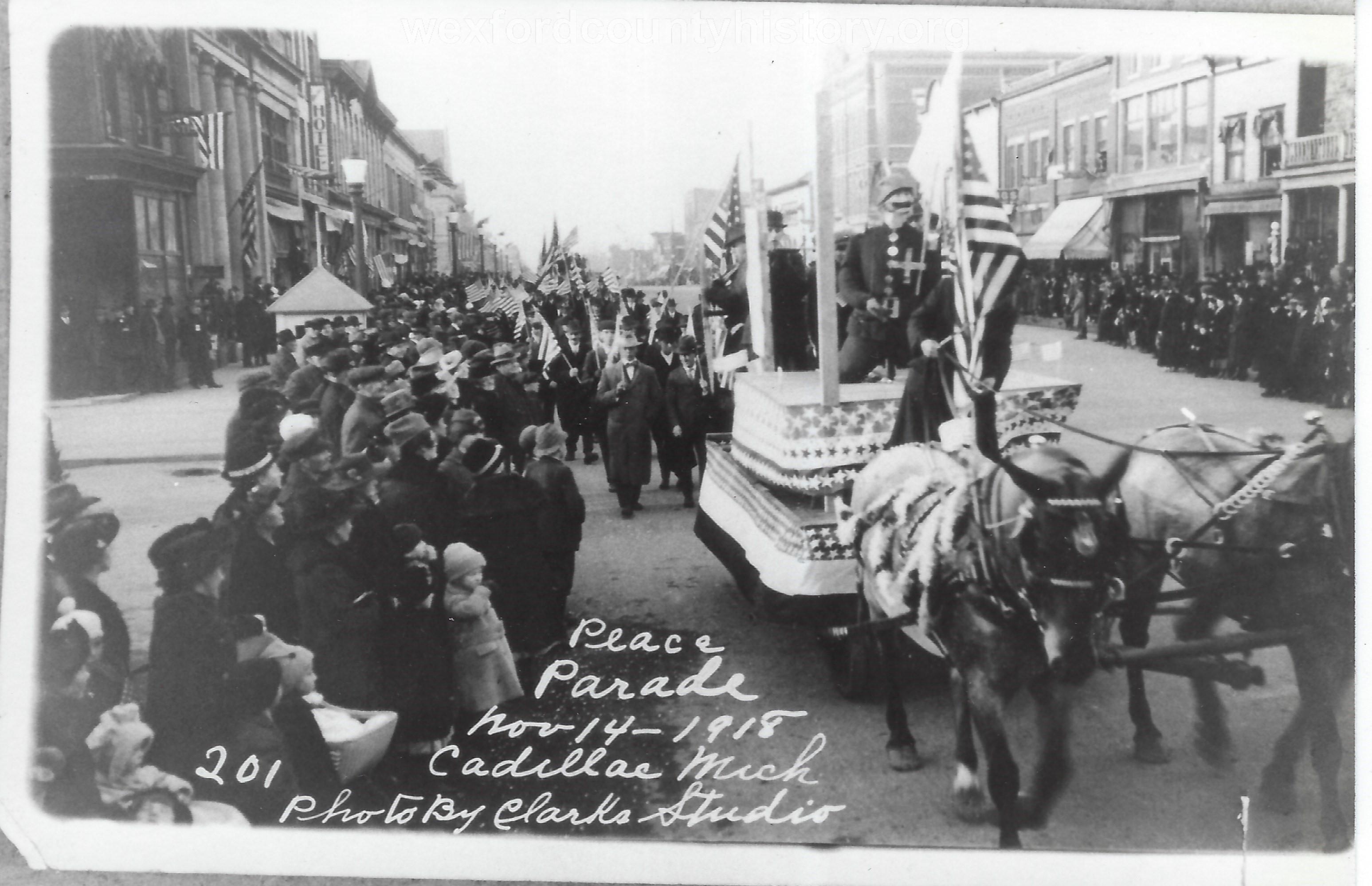 Cadillac-Parade-1918-11-14-Peace-Parade-9