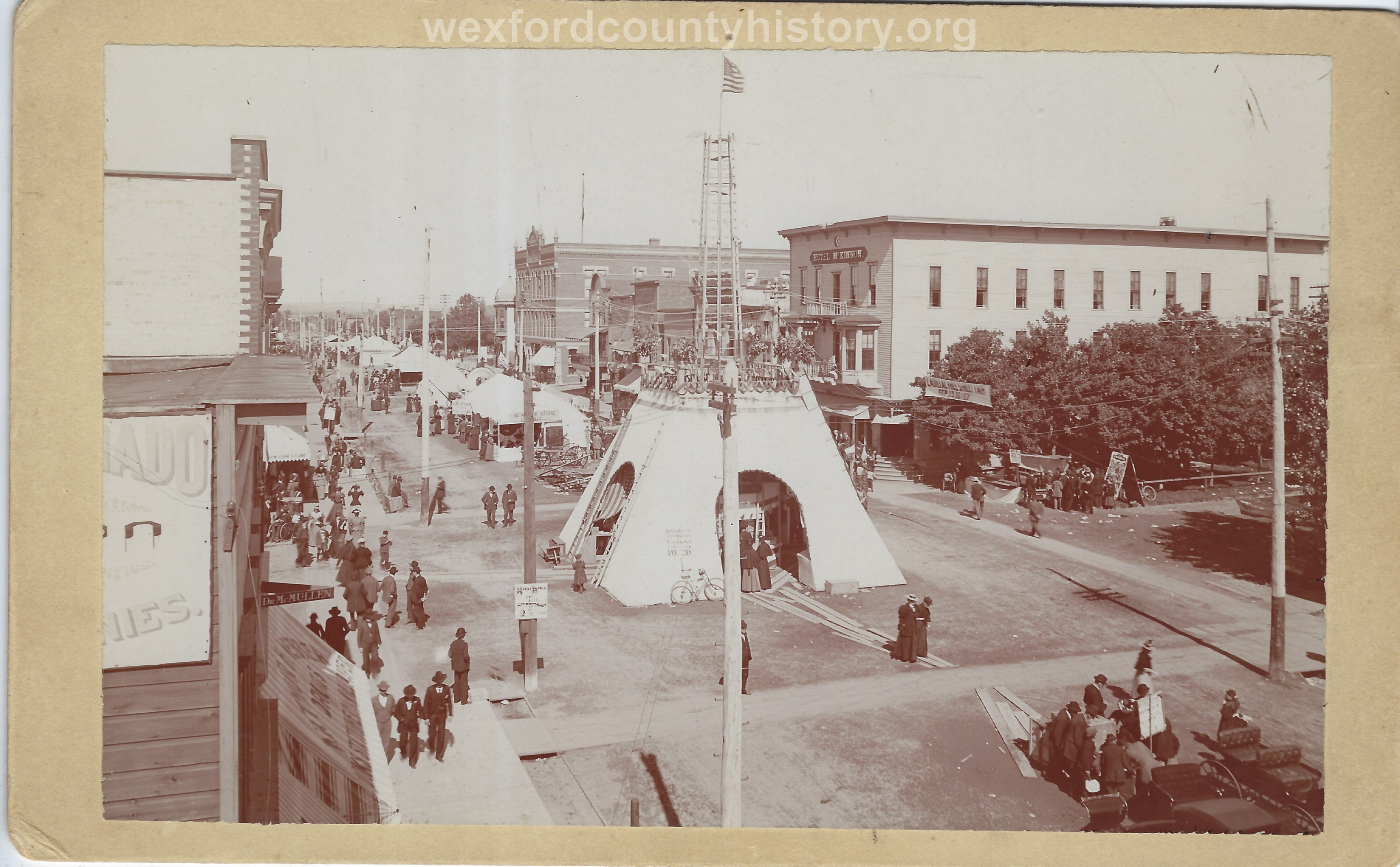 Cadillac-Parade-Free-Fair-on-the-corner-of-Harris-and-Mitchell-1897-09-15-8-Copy
