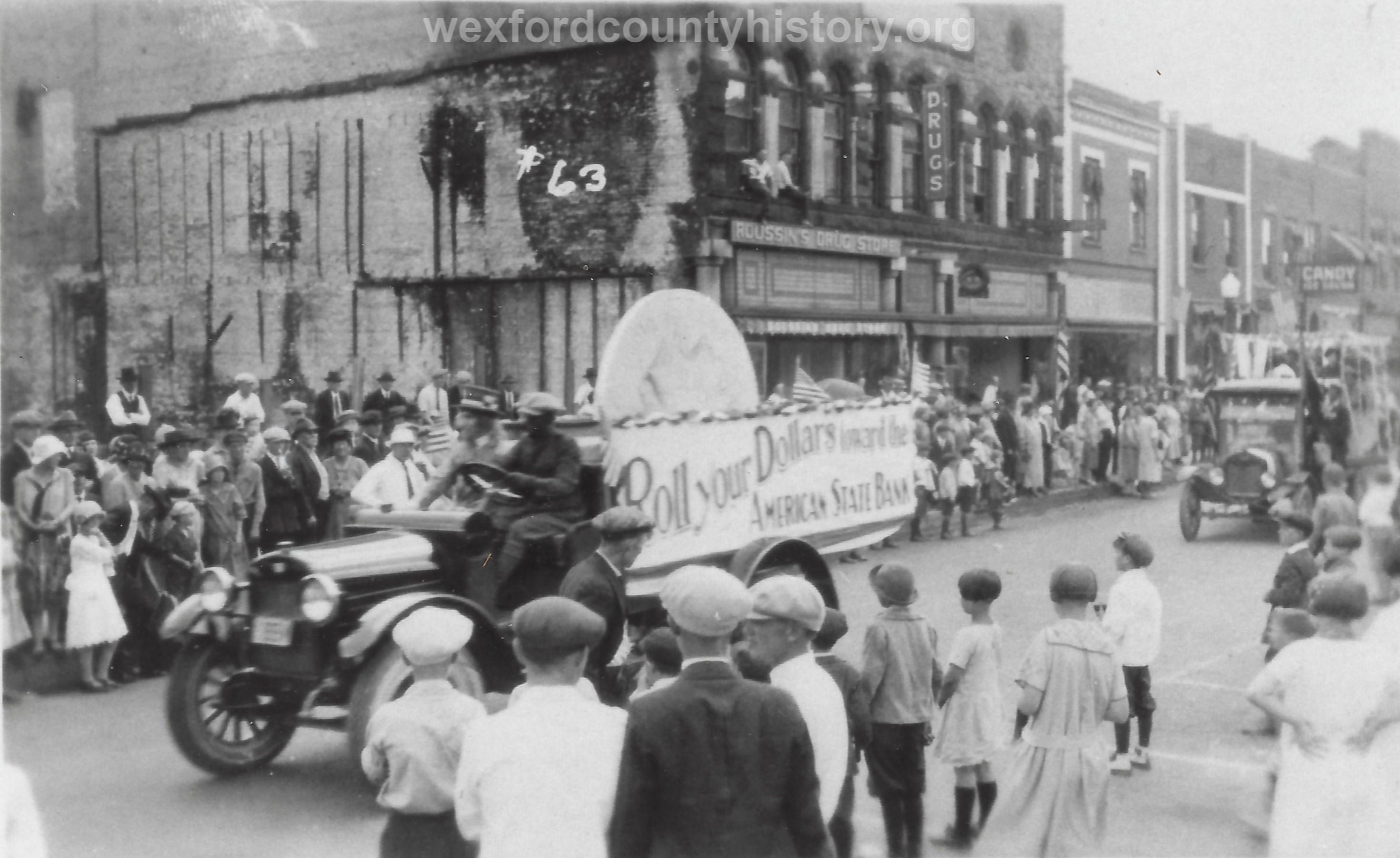 Cadillac-Parade-Random-Parade