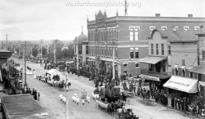 Cadillac-Parade-Unknown-Parade-Passes-the-100-Block-Of-North-Mitchell-Street