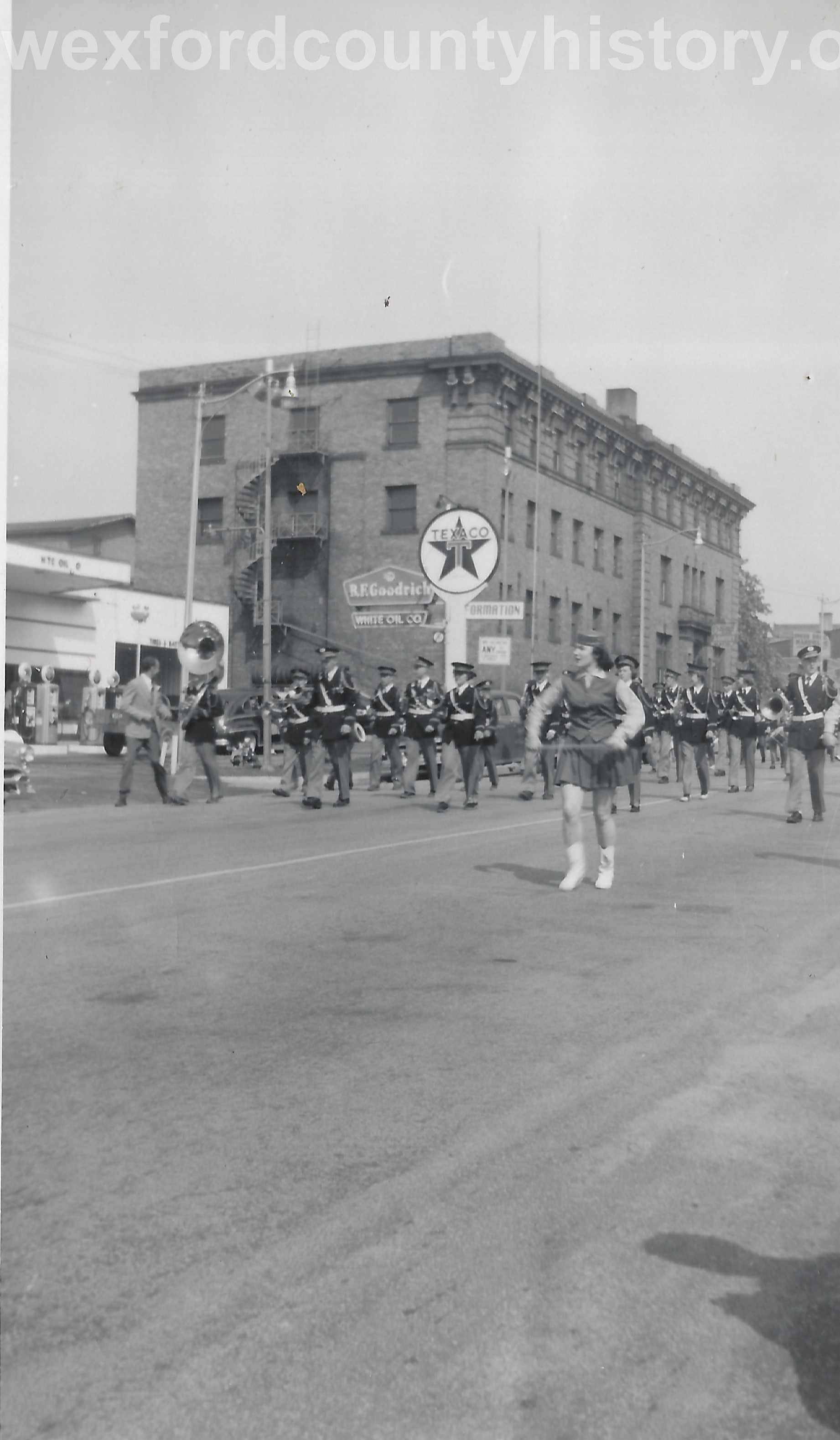 Cadillac-Parade-Unknown-Passing-South-Mitchell-Street-200-Block-West-Side