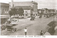 Cadillac-Parade-Acme-Truck-Parade-at-intersection-of-Cass-and-Mitchell-looking-north