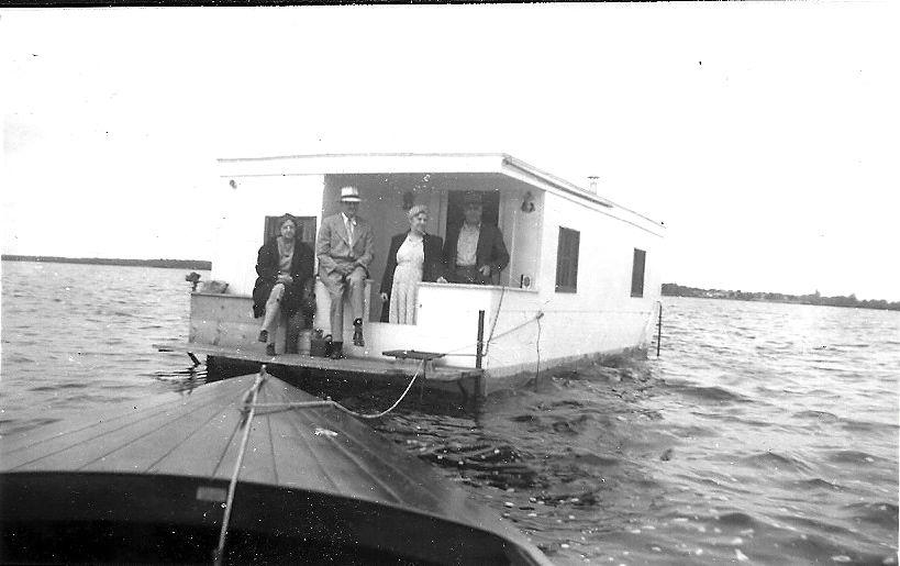 Lake Cadillac Houseboat