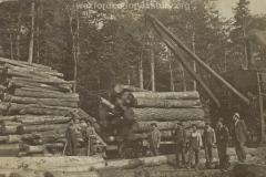 Cadillac-Lumber-Lumberjacks-Loading-Logs-WIth-An-Early-McGiffert