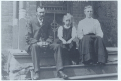 Thomas, Maria, and Gladys Hargrave in August of 1912.