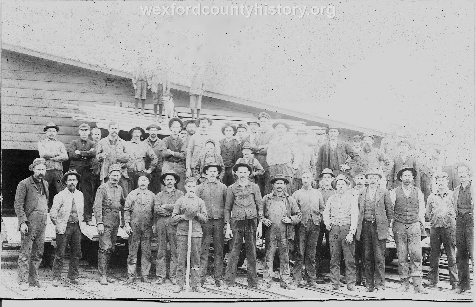 Cadillac-People-Factory-Work-Staff-FP1ts8159