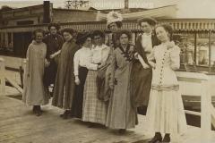 Cadillac-People-Paulson-Ida-Maud-Latimer-Jewel-Geibhart-Myrtle-Shetson-Mrs.-Gieb-Gertrude-Shetson-Nellie-Peterson-Bessie-Haimer-Hazel-Nelson-in-front-of-boat-June-4-1910