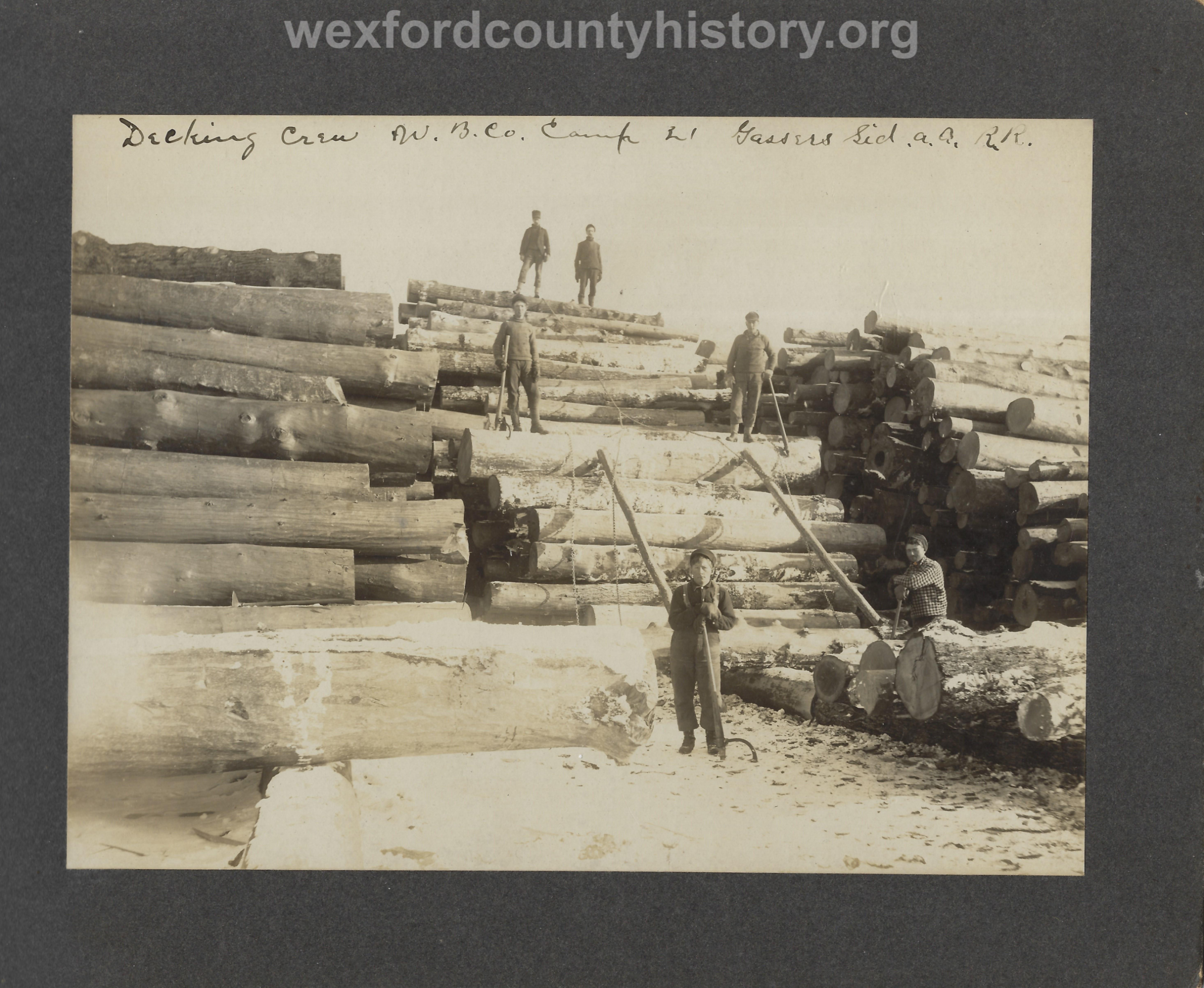 Cadillac-Lumber-Williams-Brothers-Company-Camp-Near-Harrietta-Decking-Crew