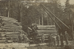 Cadillac-Lumber-Lumberjacks-Loading-Logs-WIth-An-Early-McGiffert