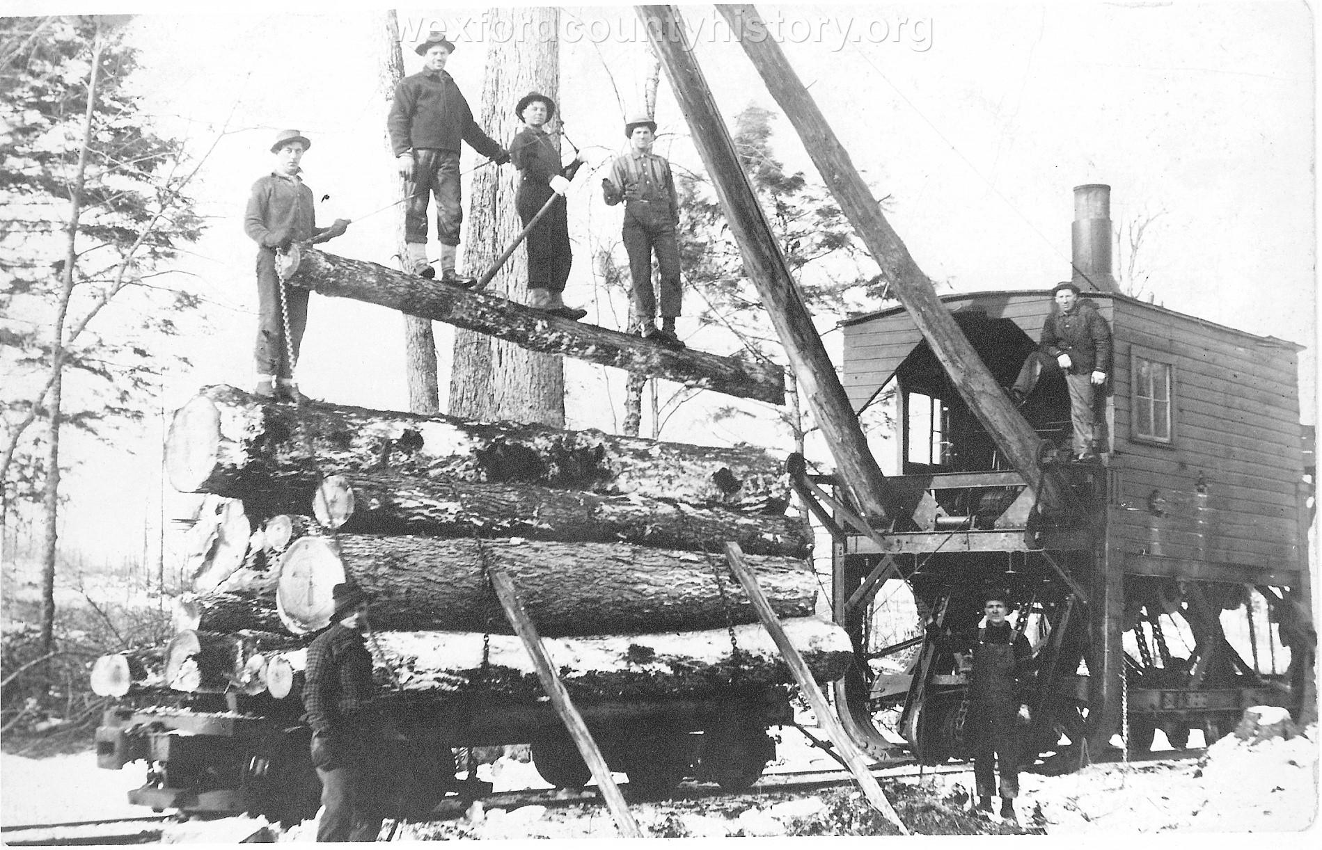Cadillac-Railroad-Loading-logs-for-shipment-TR15ts749