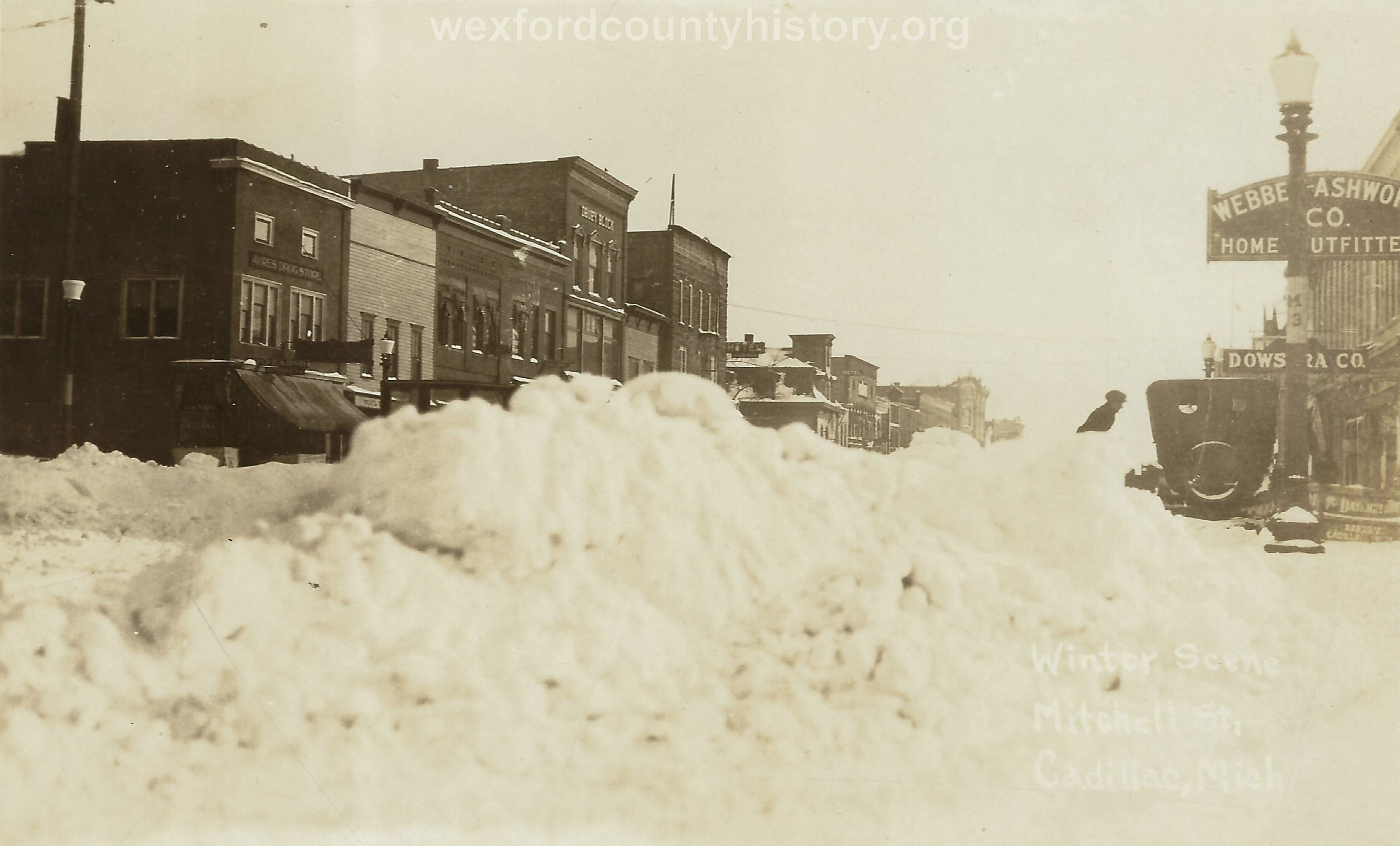 Cadillac-Weather-Snow-Scene-In-North-Mitchell-Street-200-Block-Looking-South