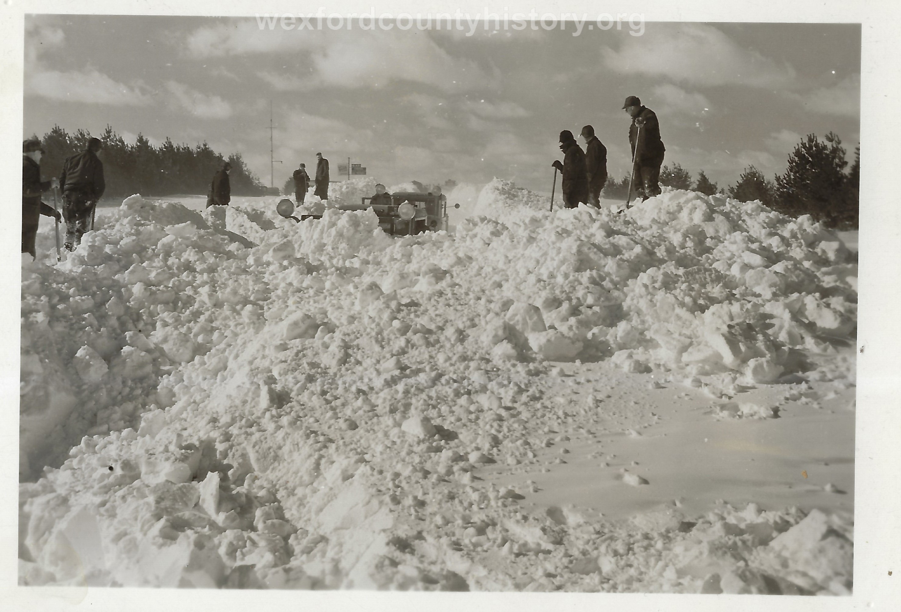 Cadillac-Weather-Winter-Scene-5