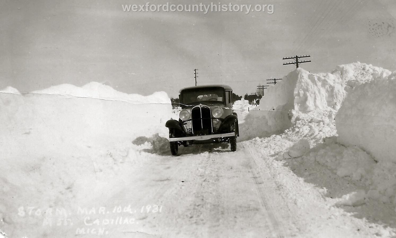 Cadillac-Weather-Winter-Scene-8