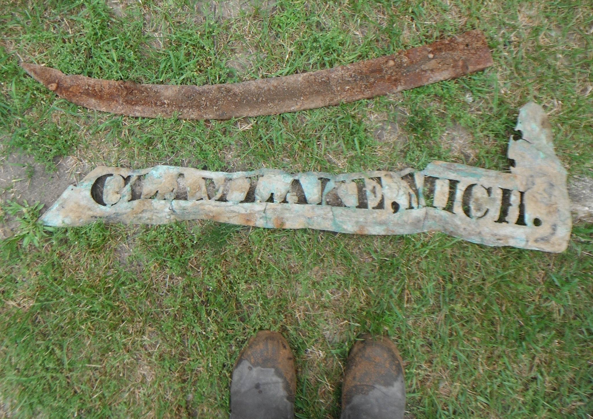 Cadillac – Objects – Clam Lake Sign (2)